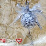 Decorazioni natalizie con cordoncino e angelo