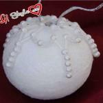 Decorare sfere di polistirolo con perle