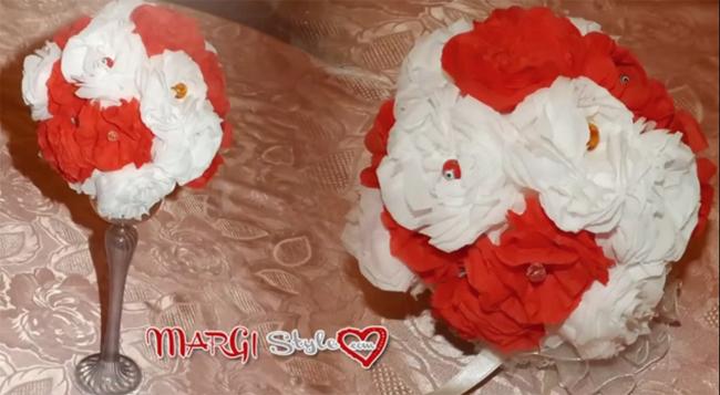 Centrotavola con fiori di carta fatti a mano