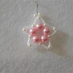 Come realizzare orecchini a stella con perle