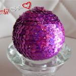Addobbi natalizi fai da te: sfere in polistirolo con paillettes